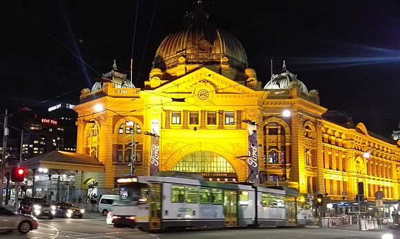 What To Do In Melbourne: Travel & Nightlife